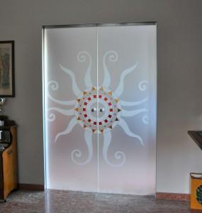 Porte-vetro-cristallo-acidato-su-scrigno-essential-decoro-sole-con-incisioni-e-colore-4-1500